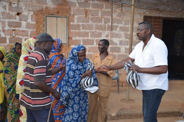 distribution des dons. Credit photo Secours Polulaire Français