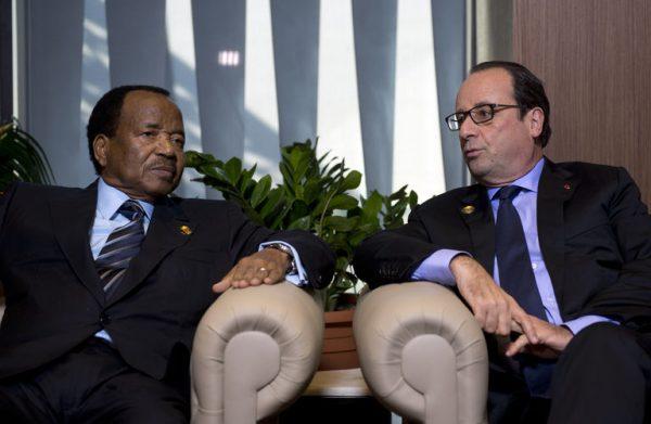 Paul Biya du Cameroun et François Hollande de la France en tête à tête.