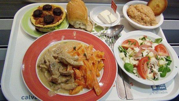 Un bon plat de nourriture, comme on sait les servir à Mbeng...