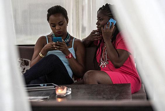Comportement typiques des femmes infidèles au téléphone....