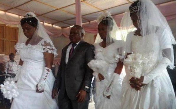 Homme polygame de trois femmes