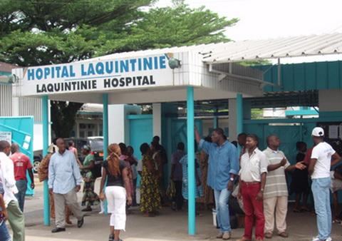 Entrée principale de l'hôpital Laquintinie de Douala