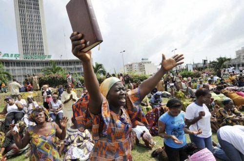 Article : Est-ce que Dieu écoute même les prières des Africains?